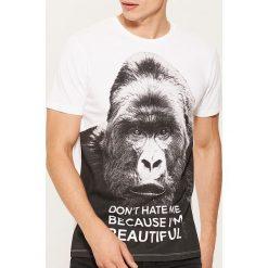 T-shirt z grafiką - Biały. Białe t-shirty męskie House, l. Za 49,99 zł.