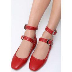Czerwone Balerinki Street Kings. Czerwone baleriny damskie lakierowane Born2be, z materiału, na obcasie. Za 59,99 zł.