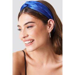 NA-KD Accessories Satynowa opaska do włosów - Blue. Niebieskie ozdoby do włosów marki NA-KD Accessories. Za 32,00 zł.