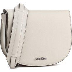 Torebka CALVIN KLEIN BLACK LABEL - Metropolitan Saddle K60K603781 908. Czarne listonoszki damskie marki Calvin Klein Black Label. W wyprzedaży za 309,00 zł.