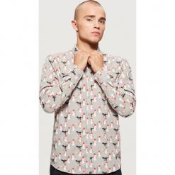 Koszula z motywem świątecznym - Jasny szary. Szare koszule męskie na spinki Cropp, l. Za 69,99 zł.
