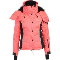 Superdry SNOW PUFFER Kurtka snowboardowa fluro coral/black. Czerwone kurtki damskie narciarskie Superdry, s, z materiału. W wyprzedaży za 871,20 zł.