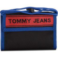 Duży Portfel Męski TOMMY JEANS - Tj Logo Tape Crossov AU0AU00258 902. Czarne portfele męskie marki Tommy Jeans, z jeansu. W wyprzedaży za 139,00 zł.