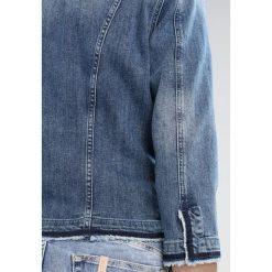 Liu Jo Jeans KATE Kurtka jeansowa denim blue. Niebieskie bomberki damskie Liu Jo Jeans, z bawełny. W wyprzedaży za 623,40 zł.