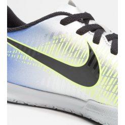 Nike Performance MERCURIALX VRTX III NJR IC Halówki racer blue/black/chrome/volt. Niebieskie buty skate męskie marki Nike Performance, z gumy, do piłki nożnej. W wyprzedaży za 152,15 zł.