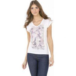 T-shirt z romantycznym nadrukiem. Szare t-shirty damskie Monnari, z nadrukiem, z jeansu, z dekoltem w serek. Za 39,96 zł.
