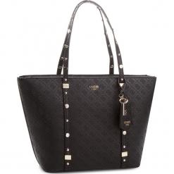 Torebka GUESS - HWSG69 93230 BLA. Czarne torebki klasyczne damskie marki Guess, z aplikacjami, ze skóry ekologicznej, duże. Za 679,00 zł.