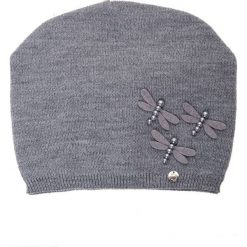 Szara  czapka z akrylowymi ważkami QUIOSQUE. Szare czapki damskie QUIOSQUE, na zimę, z dzianiny. Za 79,99 zł.