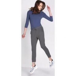 Ciemnoszare Spodnie Dresowe Walk Free. Czarne spodnie dresowe damskie marki Born2be, l. Za 49,99 zł.