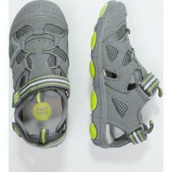 Gioseppo SAILOR Sandały trekkingowe grey/green. Szare sandały chłopięce Gioseppo, z materiału, z otwartym noskiem. W wyprzedaży za 132,30 zł.