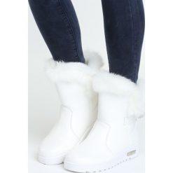 Białe Śniegowce Offprint. Białe śniegowce damskie Born2be, z materiału. Za 84,99 zł.
