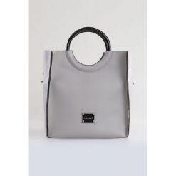 Torba w stylu modern. Szare torebki klasyczne damskie marki Monnari, z materiału, średnie. Za 107,60 zł.