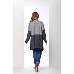 Oryginalny trójkolorowy sweter w formie narzutki jasnoszary-grafit-czarna DAISY. Brązowe swetry klasyczne damskie marki Lemoniade, z klasycznym kołnierzykiem. Za 99,00 zł.