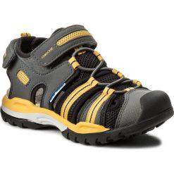 Sandały GEOX - J Borealis B. C J720RC 05014 C0070 M Dk Grey/Yellow. Szare sandały chłopięce marki Geox, z materiału. W wyprzedaży za 229,00 zł.