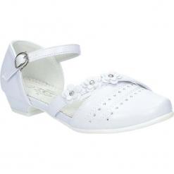 Białe buty komunijne z kwiatkami Casu 5KM-224. Białe buciki niemowlęce Casu. Za 59,99 zł.