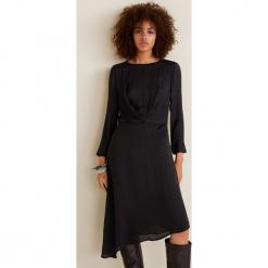 Mango - Sukienka Bilboa2. Czarne długie sukienki marki Mango, na co dzień, l, z materiału, casualowe, z asymetrycznym kołnierzem, z długim rękawem, asymetryczne. Za 199,90 zł.