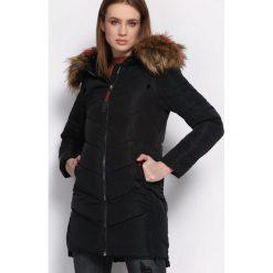 Czarna Kurtka Adroit. Czarne kurtki damskie Born2be, na zimę, l, z kapturem. Za 209,99 zł.