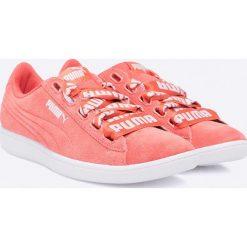Puma - Buty Vikky Ribbon. Różowe buty sportowe damskie Puma, z materiału. W wyprzedaży za 159,90 zł.