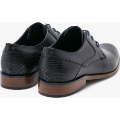 Wojas - Półbuty. Czarne buty wizytowe męskie Wojas, z materiału, na sznurówki. W wyprzedaży za 239,90 zł.