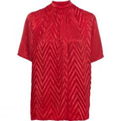Bluzka shirtowa w strukturalny wzór bonprix czerwony. Niebieskie bralety marki ARTENGO, z elastanu, ze stójką. Za 119,99 zł.