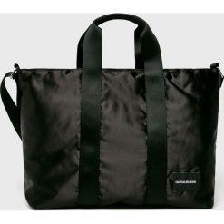 Calvin Klein Jeans - Torebka. Czarne torebki klasyczne damskie marki Calvin Klein Jeans, w paski, z jeansu, duże. Za 449,90 zł.