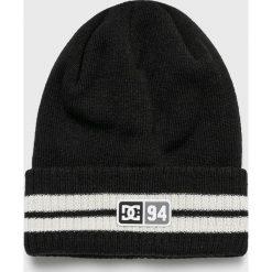 DC - Czapka. Czarne czapki zimowe męskie DC, na zimę, z dzianiny. W wyprzedaży za 89,90 zł.