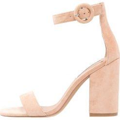 Steve Madden FRIDAY Sandały na obcasie blush. Różowe sandały damskie marki Steve Madden, z materiału, na obcasie. Za 459,00 zł.