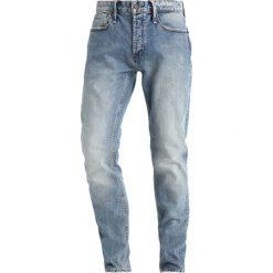 Denham RAZOR Jeansy Slim Fit tone blue denim. Niebieskie jeansy męskie relaxed fit Denham. Za 509,00 zł.