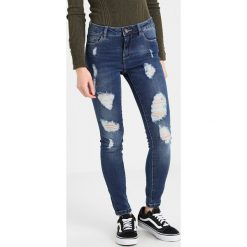Only Petite ONLCARMEN  Jeans Skinny Fit medium blue denim. Niebieskie rurki damskie Only Petite, petite. Za 169,00 zł.