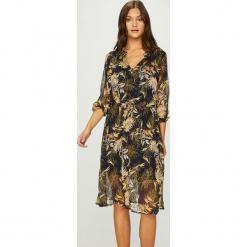 Answear - Sukienka. Szare sukienki na komunię marki ANSWEAR, na co dzień, l, z poliesteru, casualowe, midi, rozkloszowane. W wyprzedaży za 139,90 zł.