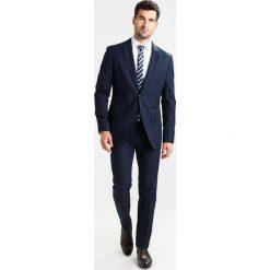 Pier One Garnitur dark blue. Niebieskie garnitury marki Pier One, z materiału. Za 529,00 zł.