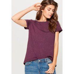 Bawełniana koszulka z efektem sprania - Bordowy. Czerwone t-shirty damskie marki Mohito, s, z bawełny. W wyprzedaży za 29,99 zł.