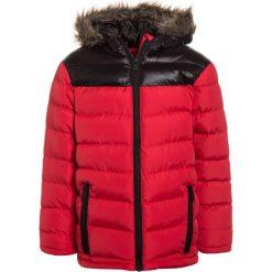 Outfit Kids PADDED HOOD JACKET Kurtka zimowa red. Czerwone kurtki chłopięce zimowe marki Outfit Kids, z materiału. W wyprzedaży za 159,20 zł.