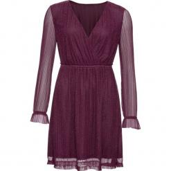 Sukienka z połyskującymi paskami bonprix jeżynowy. Fioletowe sukienki z falbanami marki bonprix, w paski, z kopertowym dekoltem, z długim rękawem, kopertowe. Za 109,99 zł.