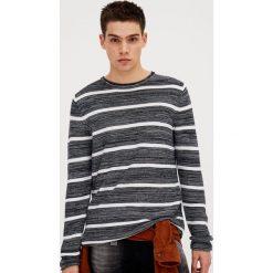 Swetry klasyczne męskie: Sweter w marynarskie paski