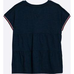Tommy Hilfiger - Top dziecięcy 122-176 cm. Czarne bluzki dziewczęce marki TOMMY HILFIGER, z nadrukiem, z bawełny, z okrągłym kołnierzem. W wyprzedaży za 129,90 zł.