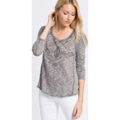 Review - Sweter. Szare swetry klasyczne damskie marki Review, l, z tkaniny, z okrągłym kołnierzem. W wyprzedaży za 39,90 zł.
