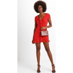 Sukienki hiszpanki: Bardot BACKLESS SPOT DRESS Sukienka letnia berry