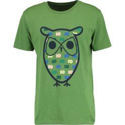 T-shirty męskie z nadrukiem: Knowledge Cotton Apparel OWL Tshirt z nadrukiem willow green