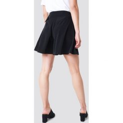 Trendyol Szorty z paskiem - Black. Czarne szorty damskie marki Trendyol, w paski. W wyprzedaży za 56,67 zł.
