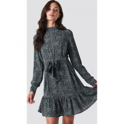Rut&Circle Sukienka z nadrukiem Leo - Grey. Szare sukienki na komunię marki Rut&Circle, z nadrukiem, z dekoltem na plecach. Za 202,95 zł.