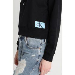 Bluzy damskie: Calvin Klein Jeans HARRISON MONOGRAM LOGO BADGE HOODIE Bluza z kapturem black