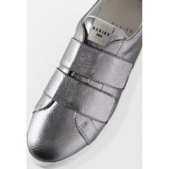 Trampki damskie slip on: Nubikk ELISE STRAP Tenisówki i Trampki silver metal