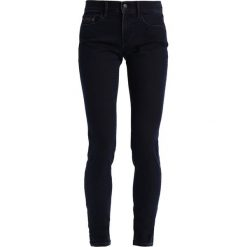 Calvin Klein Jeans MID RISE SKINNY  Jeans Skinny Fit wonder rinse. Czarne jeansy damskie Calvin Klein Jeans, z bawełny. W wyprzedaży za 263,45 zł.