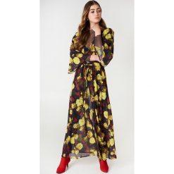 NA-KD Boho Szyfonowa sukienka płaszczowa - Multicolor,Yellow. Niebieskie długie sukienki marki NA-KD Boho, na imprezę, w koronkowe wzory, z koronki, boho, na ramiączkach. Za 133,95 zł.