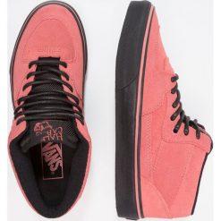 Vans UA HALF CAB Tenisówki i Trampki wysokie faded rose/black. Czerwone tenisówki damskie Vans, z materiału. W wyprzedaży za 159,50 zł.