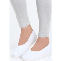 Białe Tenisówki na Koturnie Query. Białe buty ślubne damskie Born2be, na koturnie. Za 29,99 zł.