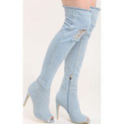 Jasnoniebieskie Kozaki Denim Dessert. Szare buty zimowe damskie Born2be, z denimu, z otwartym noskiem, za kolano, na wysokim obcasie, na stożku. Za 99,99 zł.