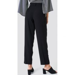 Spodnie damskie: NA-KD Trend Luźne spodnie garniturowe - Black