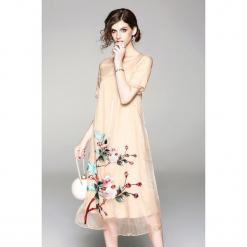 Sukienka w kolorze beżowym. Brązowe sukienki marki Zeraco, z okrągłym kołnierzem, midi. W wyprzedaży za 349,95 zł.